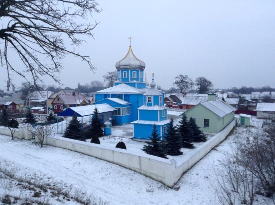 Kobryn, Weißrussland: Свято-Николаевская церковь, что в Кобрине, просто прекрасно смотрится с моста в любое время года