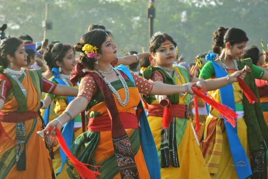 Santiniketan, India: Basanta Utsav..celebration of colors