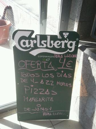 Montaña Roja Bar-Cafeteria : Реклама при входе в кафе