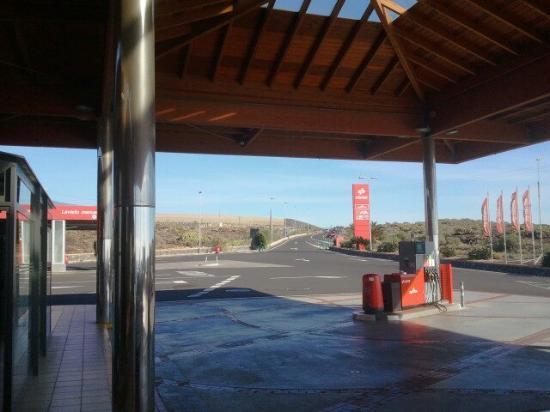 Montaña Roja Bar-Cafeteria : Вид со входа в кафе