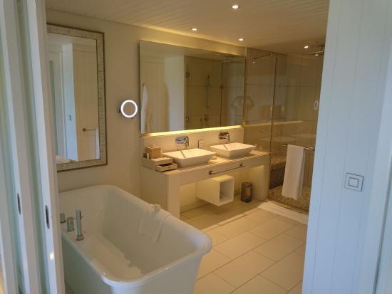 Bad picture of radisson blu azuri resort spa mauritius roches noire tripadvisor for Room spa bad