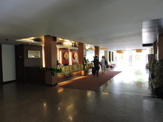 Golden Sea Pattaya Hotel: ロビー