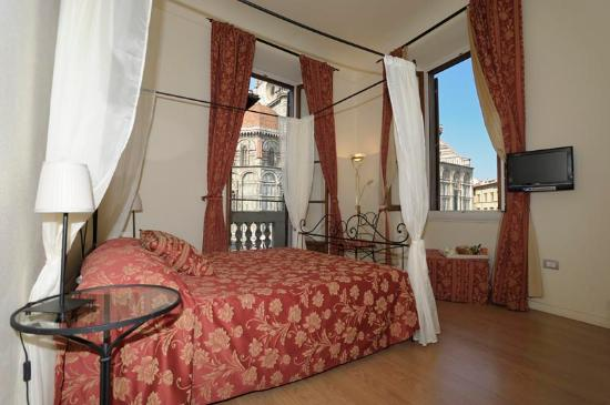 Bed and Breakfast di Piazza del Duomo: camera matrimoniale