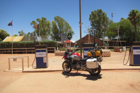 Curtin Springs Station: vor dem Motel