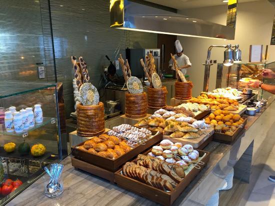 Afbeeldingsresultaat voor breakfast hyatt park dubai