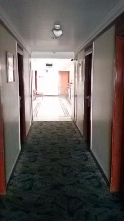 Fortune Hotel Landmark: Corridor