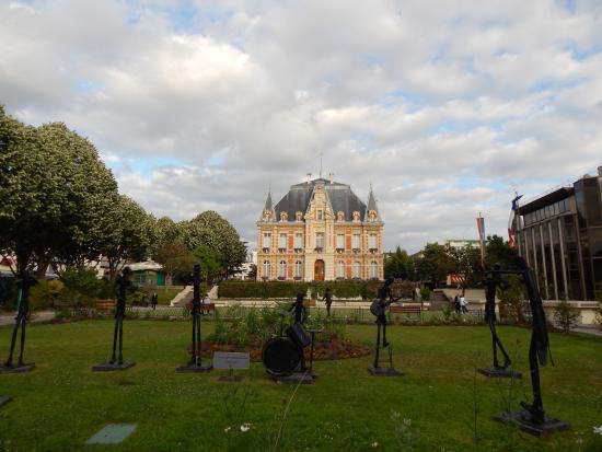 Ibis Paris Rueil Malmaison : City center