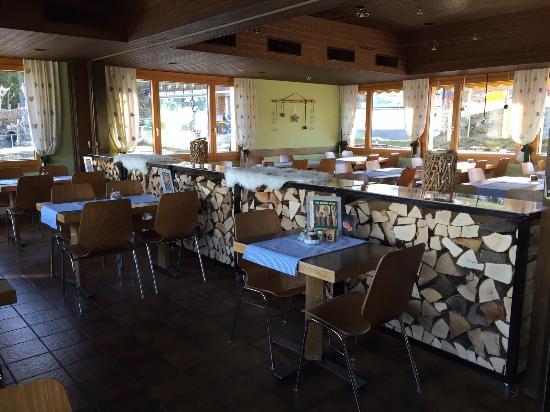Dallenwil, Швейцария: Alpenrestaurant Wirzweli - Saal Tagesbetrieb