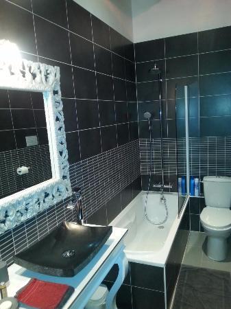 Ligre, Frankrike: Salle de bains accueillante