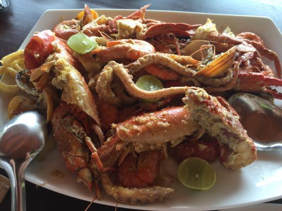 J.L.H. Restaurant: Lemon, garlic butter sauce for this seafood basket