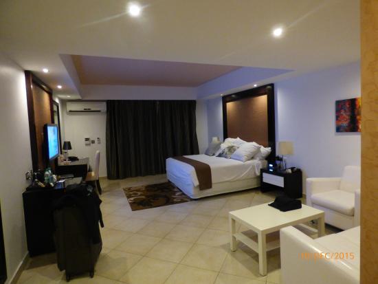 BEST WESTERN PLUS Peninsula Hotel: Spacious  Room