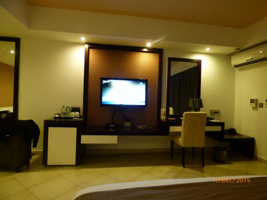 BEST WESTERN PLUS Peninsula Hotel: Telly