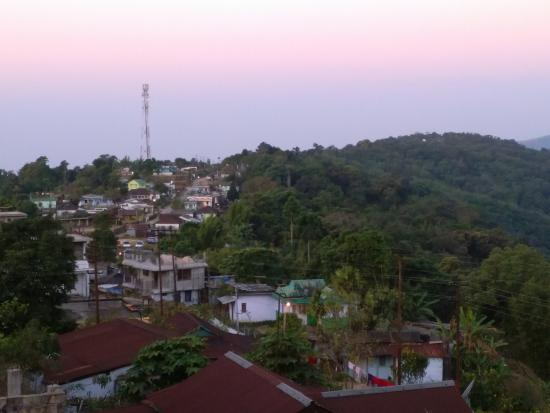 Cherrapunjee Holiday Resort: Village view from the resort - rustic yet enchanting!