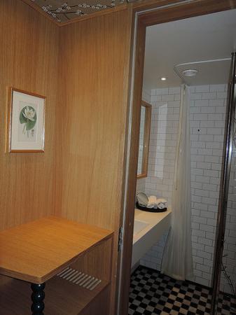 Mornington Hotel Stockholm City: Hotel room bathroom