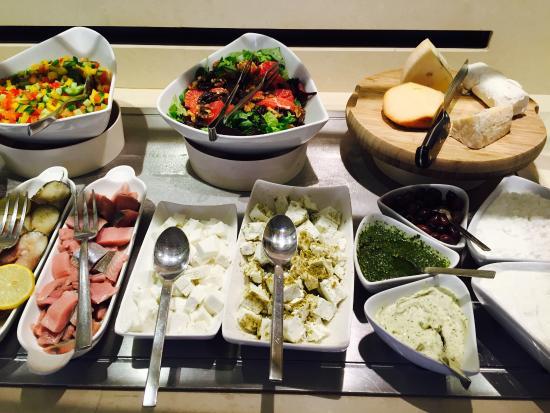Harmony Hotel Jerusalem - an Atlas Boutique Hotel: Fantastic Israeli breakfast buffet