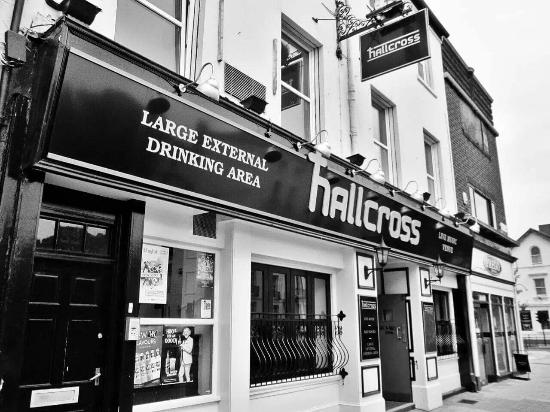‪The Hallcross‬