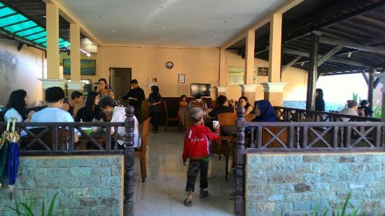 cheap good location picture of hotel puri senggigi senggigi rh tripadvisor co za