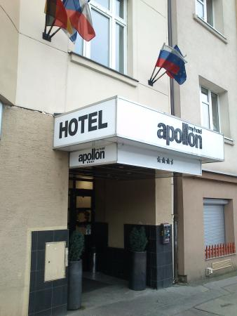 Apollon: Vstup do hotelu