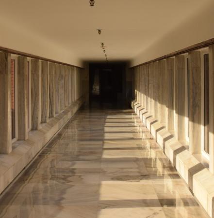 ITC Mughal, Agra: Corridor : Day view