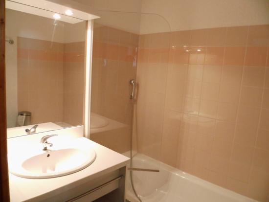 Résidence Odalys L'Ecrin des Neiges : Salle de bain