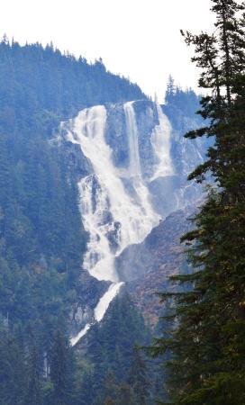 Bella Coola, Canadá: Odegarde falls