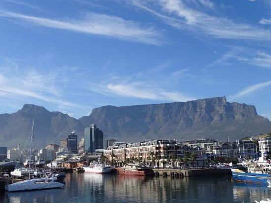 Victoria & Alfred Hotel: View of harbour and Table Mountain from room
