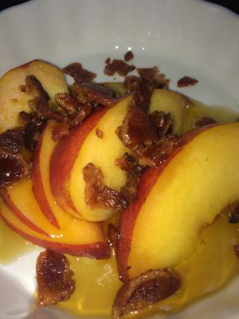 Coach Stop Inn Bed and Breakfast: Fresh Peach and Candied Bacon