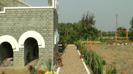 Santisudha Guest House: Way to nature