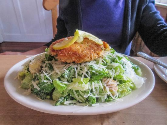 Gearhart, OR: Crab cake and Caesar salad