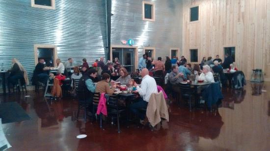Fulton, MO: Dining area...