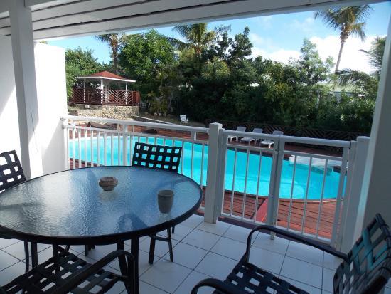 Shamrock: vue terrasse et piscine