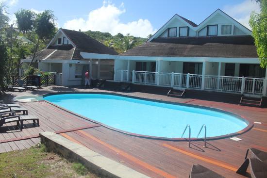 Shamrock: vue piscine et résidence