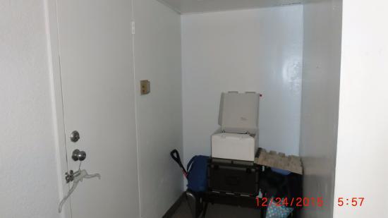 Walker, MI: No hangers in this room