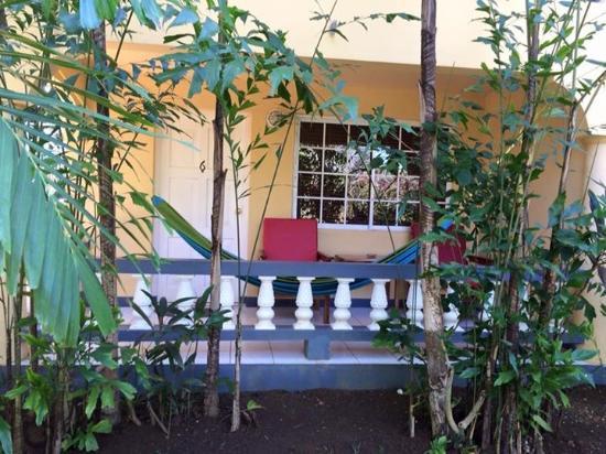 Seastar Inn: Balcony and hammock