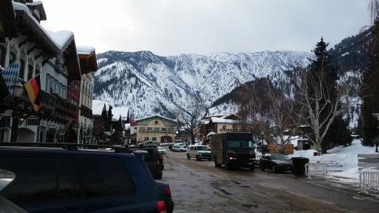 Hotel Pension Anna: Commercial St in the heart of Leavenworth