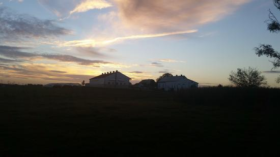 Flory's Cottages & Camping: Sunrise on Amish Farm