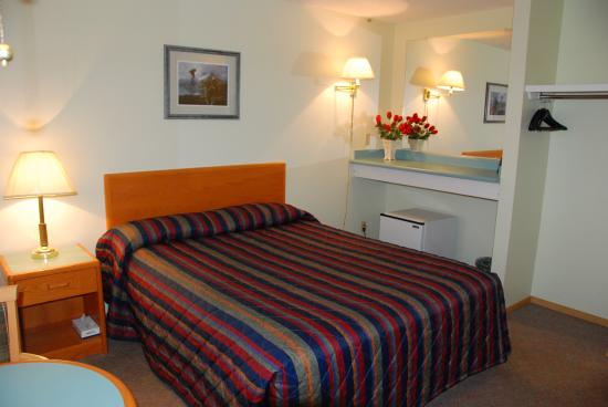 Selkirk Inn: 1-bed room