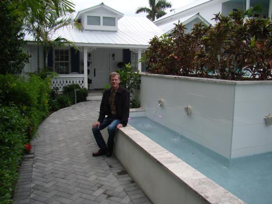 walkway to our cottage 1 picture of the gardens hotel key west rh tripadvisor co za