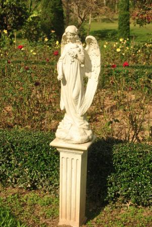 Canary Natural Resort: Statue in the garden