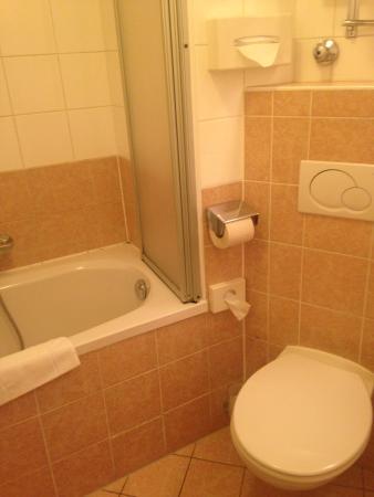 Suite Hotel 900 m zur Oper: ванная