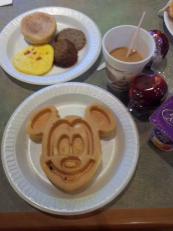 Comfort Inn Orlando/ Lake Buena Vista: Waffle do Mickey, imperdível