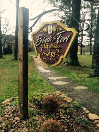 Black's Fort Inn Bed & Breakfast: Quaint farm with friendly horses