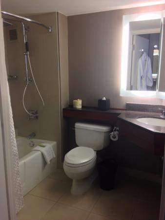 The Westin Long Beach Room Bathroom
