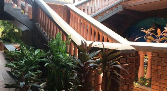 Sea Eye Resort: grand stair way hotel Caribbean Utila