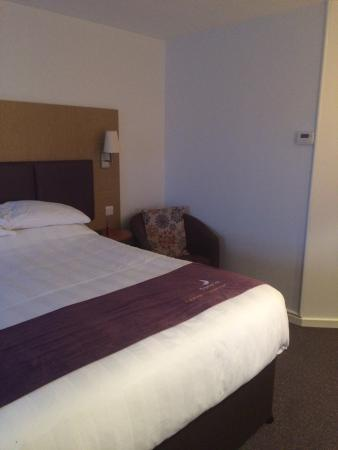 Premier Inn Wigan (M6 Jct 27) Hotel: Clean and large family room