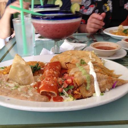 Pipi's : #3 Enchiladas, taco,and flautas