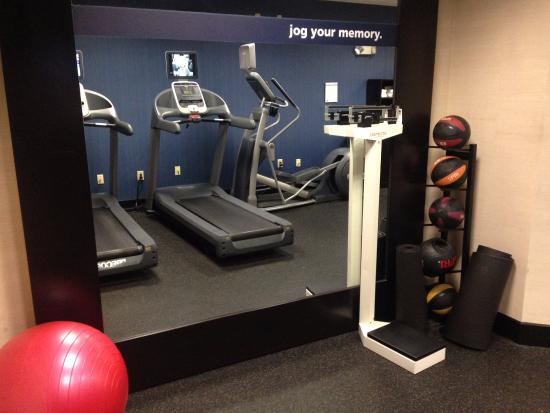Hampton Inn Melbourne-Viera: Fitness Center with yoga mats, excercise ball & weighted balls