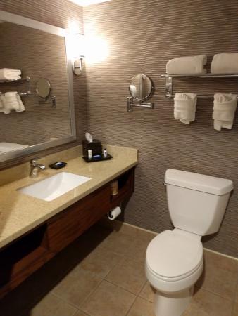 Best Western Plus Rama Inn & Suites: Bath/Vanity