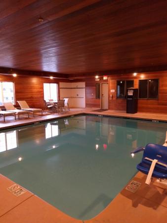 BEST WESTERN PLUS Rama Inn: Indoor heated pool area