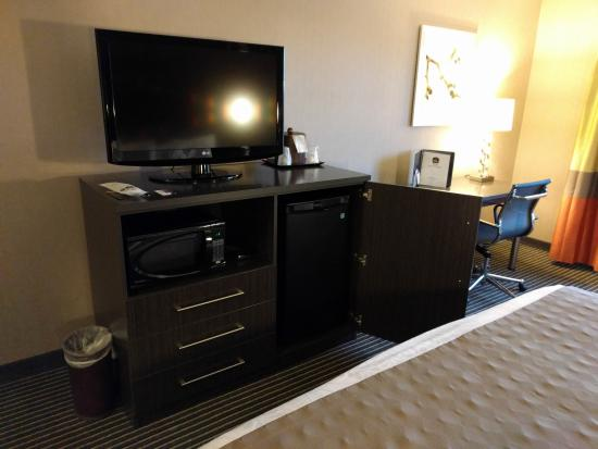 Best Western PLUS Rama Inn & Suites: Standard King Room TV/Microwave/Fridge Combo